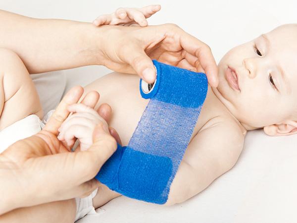 Erste Hilfe an Säuglingen und Kleinkindern (0 – 3 Jahre)